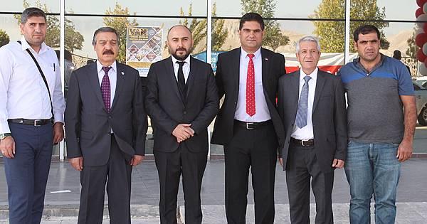 VAN YÖRESEL ÜRÜNLER FUARI KAPILARINI ZİYARETÇİLERİNE AÇTI وان درب نمایشگاه محصولات منطقه ای اش را به روی بازدید کننده هایش باز کرد