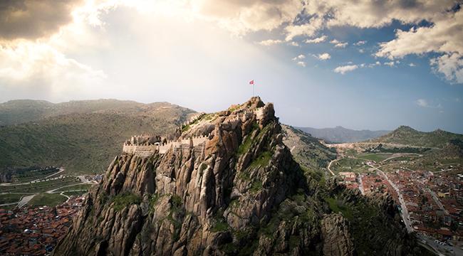 Rize-Artvin sınırındaki Altıparmak Dağları, Cide'de yer alan kartpostal görünümlü Gideros Koyu, tarih fışkıran Sümela Manastırı, dünyanın en derin ikinci kanyonu olan Kastamonu'daki Valla Kanyonu, Yozgat Akdağmadeni, 226 metre yükseklikteki volkanik bir kaya kütlesi üzerinde yer alan Afyonkarahisar Kalesi, Bolu'nun Mudurnu ilçesindeki en güzel seyahat rotaları arasındaki Sülüklü Göl, Gölcük Tabiat Parkı, Düzce Efteni Gölü ve Milli Park özelliğine sahip Ilgaz Dağları'nın birbirinden çarpıcı fotoğrafları sosyal medya takipçileri tarafından büyük ilgi gördü.