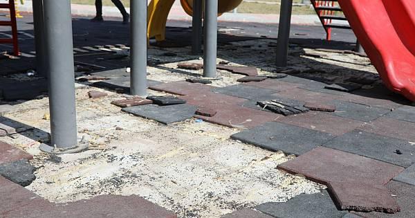 Van'da parklara zarar verildi
