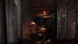500 Aracın Bulunduğu Otoparkın Deposunda Yangın Çıktı.