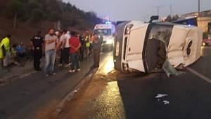 Otoyolu'nda servis minibüsü devrildi... Kazada 5 işçi yaralandı