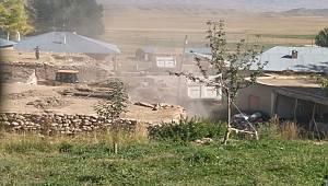 Van'da Metruk Binalar Yıkılıyor