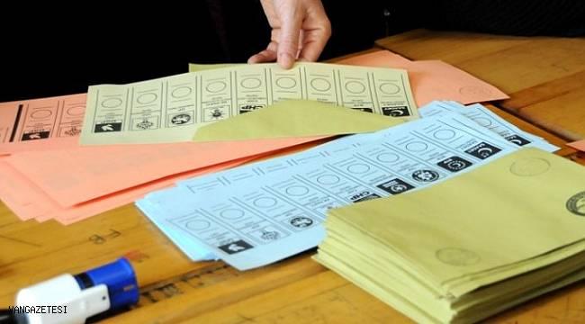 31 Martta seçim görevi alan 3 görevliye hapis cezası