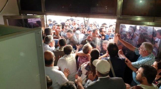 Son Dakika! HDP'lileri binadan dışarı çıkarmadı