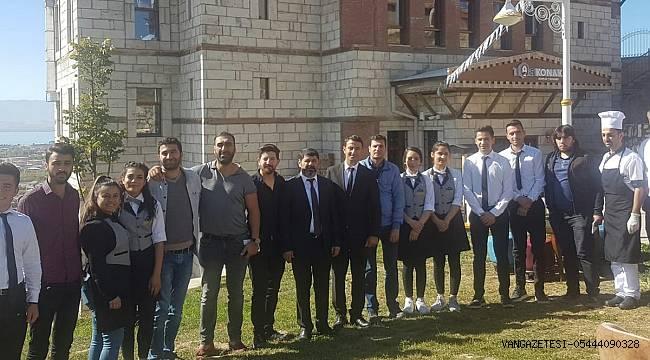 Taş Konak Bisro Cafe Restaurant, Van Ve İran'a Sofrasını Açtı