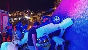 Antalya'da otomobil duvardan uçtu: 4 yaralı