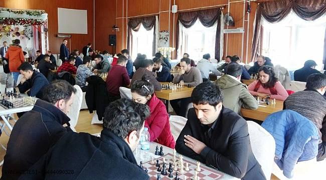 Erciş'te öğretmenler satranç turnuvasında kıyasıya yarıştı