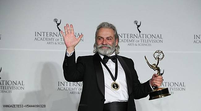 Emmy Ödülleri'nde 'en iyi erkek oyuncu' seçildi