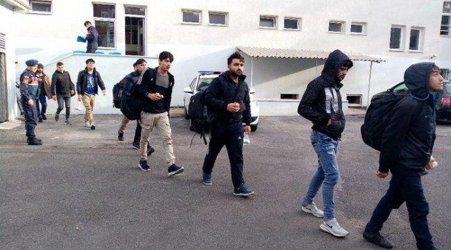 Kamyonetten 30 kaçak göçmen çıktı