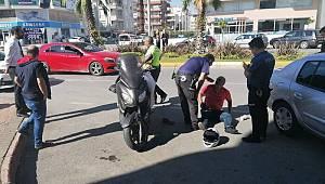 Motosiklet sürücüsü kaskı sayesinde kazadan yaralı kurtuldu