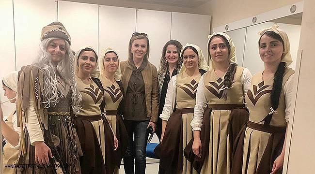 Tuşba Kent Tiyatrosu İstanbul'da seyirci ile buluştu