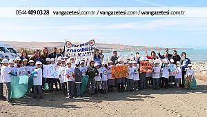 Van Edremit'te öğrenciler 2 ton çöp topladı