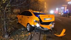 Başkent'te taksi şoförü, ilk iş gününde kazaya karıştı: 2 yaralı
