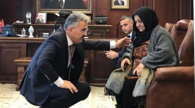 CHP'li vekilden İzmir Valisi'ne övgü dolu sözler