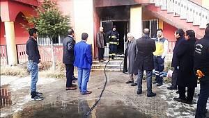 Erciş'te Bulunan İki Katlı Binada Yangın Meydana Geldi