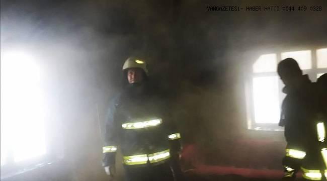 Gevaş'ta Korkutan Ev Yangını