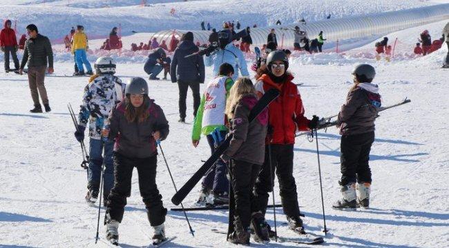 Kayak merkezinde sömestir yoğunluğu var ama Van Kayak merkezi ise;