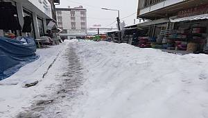 Van'daki Ara Sokaklar Da Kardan Nasibini Aldı