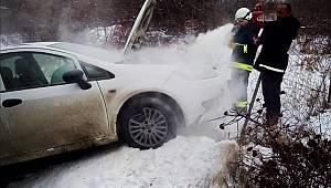 Van'da Trafik Kazası Yapan Araç Alev aldı