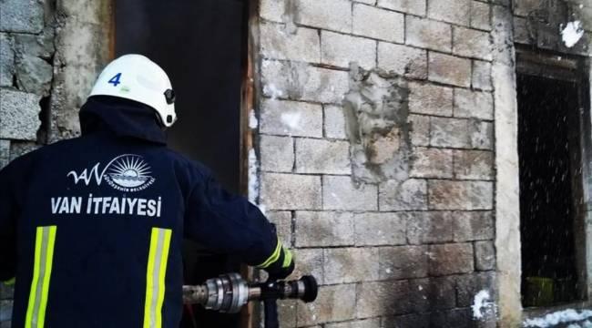 Van'ın Değirmen Mahallesinde Bulunan Ahırda Yangın Çıktı