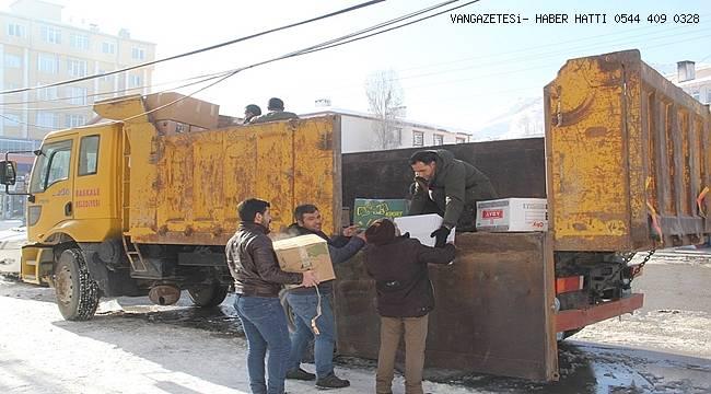 Başkale'den Elazığ'a dualarla yardım kamyonu gönderildi