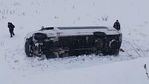 Van'da Minibüs İle Otomobil Kafa Kafaya Çarpıştı: Çok Sayıda Yaralı var