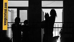Van sağlık çalışanlarına bir dakika boyunca alkış çaldılar – Van haber