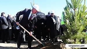 Belediye başkanı kolları sıvadı - Bahçede böyle emek verdi