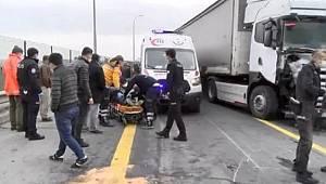 Son dakika! Tır, polis aracına çarptı - 2 polis ağır yaralı, tır şoförü ise...