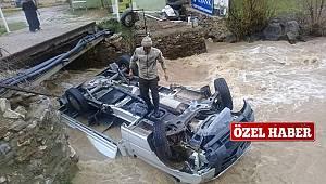 Van'da araç dereye uçtu – Boğulmaktan zor kurtuldular