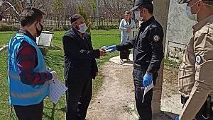 Van'da Bin TL'lik Yardımlar Dağıtılmaya Başlandı