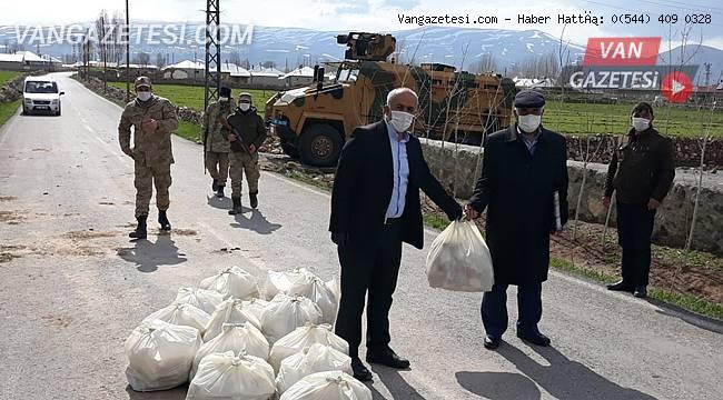 Çaldıran'da karantinaya alınan mahalleye belediye yardımı