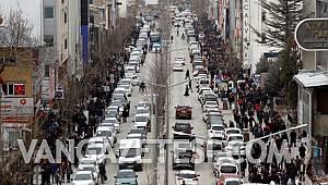 Son dakika… Van'da Kapalı Olan Caddeler Yaya Ve Trafiğe açıldı