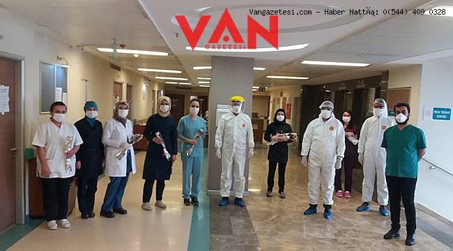 Van sağlık il müdürü koronavirüs hastalarını ziyaret etti