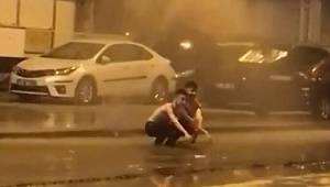 Su borusu patlayınca, halk ne yapacağını şaşırdı