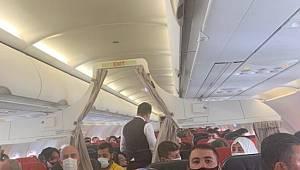 Uçak Arızalandı ve yolcuların korku dolu anları böyle yansıdı