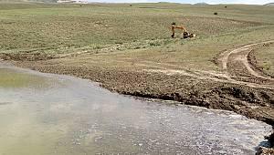 Van Büyükşehir hasar gören tarım arazileri için harekete geçti.