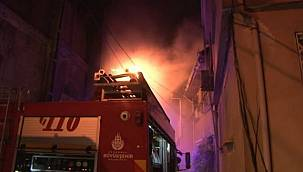4 katlı binanın çatısı yandı - komşular korku dolu anlar yaşadı