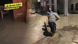 Van Edremit'te altyapı yetersizliği, ibadethaneyi havuza çevirdi