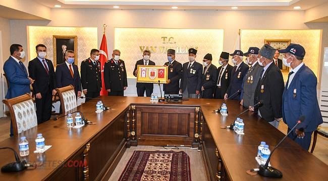 19 Eylül Gaziler Günü dolayısıyla çelenk sunma töreni gerçekleştirildi.