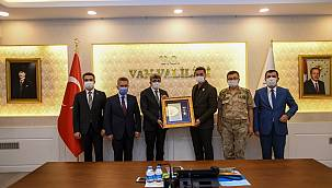 Devlet Övünç Madalyası Tevcih törenindeki konuşmasını dinledi