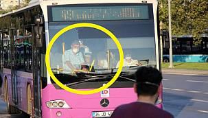 Toplu ulaşımda yasaklara rağmen ayakta yolculuk yapıldı