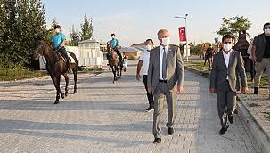 Tuşba'nın sahillerinde sıkı güvenlik - Atlı jandarma timleri görevde