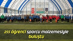 255 Öğrenci Sporcu Malzemesiyle Buluştu