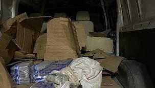 Van'da bir 65 plakalı araca operasyon! Minibüsün içine gizledi