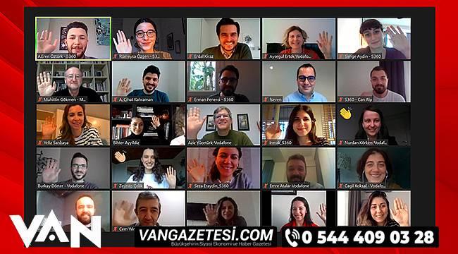 iş ortaklarından oluşan 36 kişilik bir paydaş grubu
