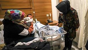 Vali Eşi Yeni Doğan Çocukları Ziyaret Etti