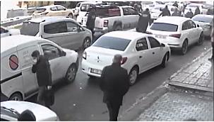 Vanhaber, Van'da seyyar satıcı zabıtaya saldırdı ve olay Mobese kameralarına böyle yansıdı