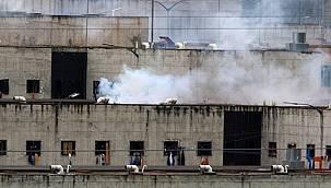 3 ayrı cezaevinde isyan çıktı ve 67 mahkum yaşamını yitirdi.
