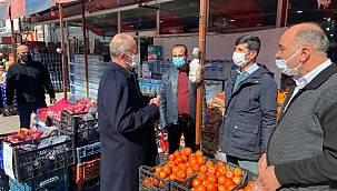 Akman, esnaf ve vatandaşlarla bir araya gelmeye devam ediyor